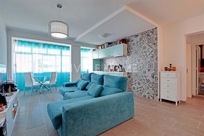 Apartamento recém-renovado a 200m da praia no centro de Arma...