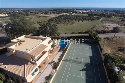 5 bedroom villa with sea-view, pool and tennis court at the outskirts of Olhão