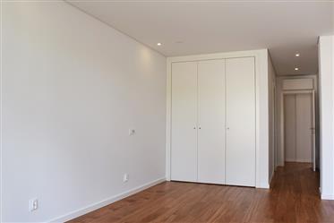 Apartamento T5 na Qt. De São Jerónimo