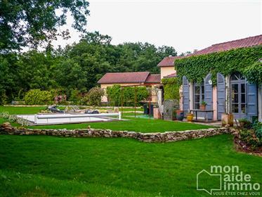 Villa de plain pied avec piscine sur grand terrain sans vis à vis