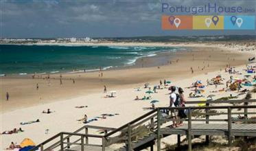 Apartment T3 (3 bedroom) in front of the beach of Peniche / Baleal, with a wonderful view of the se