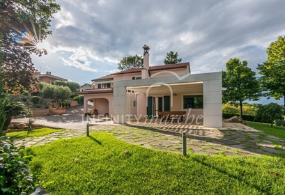 Villa with sea view Set in a discreet and magical garden just below Recanati, a city of le