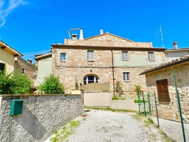 In Coldellaio, a small hamlet in the medieval town of San Ginesio, resting on a gentle pla