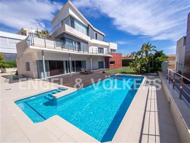 Luxurious Modern Villa With Sea Views