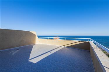 Espectacular ático frontal con vistas al mar en primera linea de playa