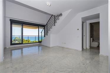 Apartamento tipo ático con espectaculares vistas al mar, nuevo a estrenar