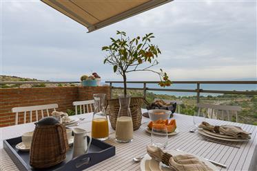 Sus sueños empiezan aquí: con este exclusivo apartamento con magnificas vistas al mar.