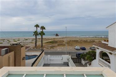 Exclusiva propiedad con espectaculares vistas al mar, en primera linea de la Playa La Malvarrosa
