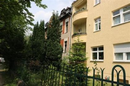 Altbauwohnung mit Loggia und zwei Gartenanteilen -Lichterfel...