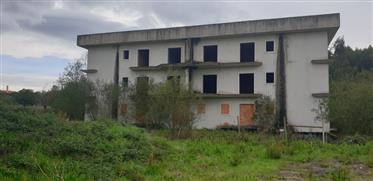 Edifício Inacabado Com 12 Apartamentos (Valor Negociável)
