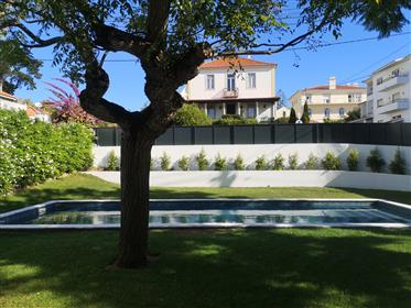 Splendid chalet T6 with swimming pool along Estoril beach