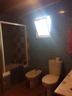 Casa térrea com dois quartos e terreno