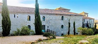 Renovated 3 Bedroom House (230m2) In 9Th Century Chateau