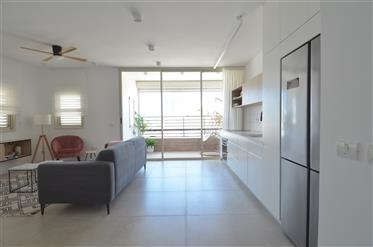 Appartement  enteirement rénové avec balcon,ascenseur et parking