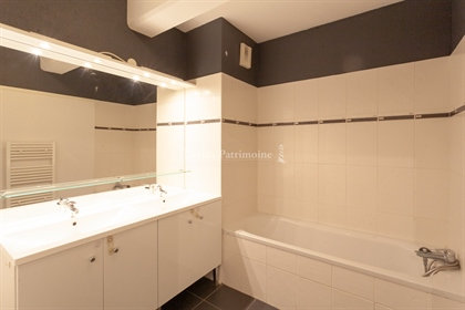 90M2 crossing apartment with two terraces and parking in Caudéran
