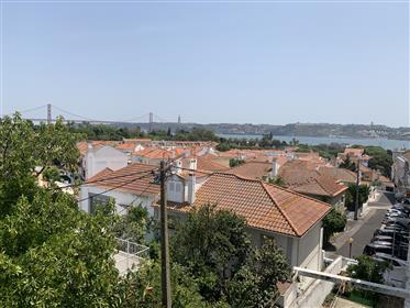 Excelente apartamento T2 em Belém com vista para o Rio Tejo