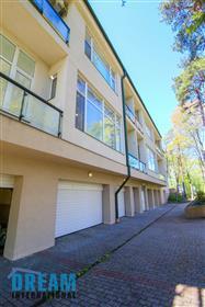 Appartement : 242 m²