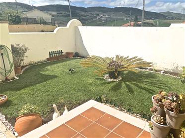 Townhouse with swimming pool, garden and garage in Arruda do...