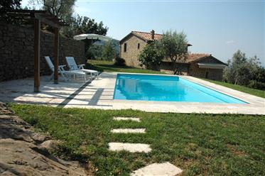 Rif. C136, Cortona, seconda casa ideale in collina con piscina