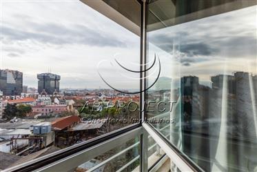 T2 com terraço, varanda e 2 estacionamentos, Campolide, Lisboa