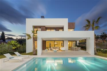 Contemporary villa in prime location on the New Golden Mile