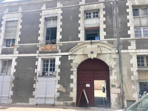 Immeuble De Rapport Richelieu Intra Muros 7/8 Appartements Loues Et 1 Boutique Louee Au Rdc - Specia