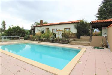Moradia T3, com piscina, terraço e vista para a serra, perto de Côja, Arganil