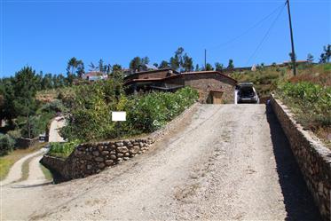 Moradia T2 em xisto, com terraço e vista panorâmica, com 3350m2 de terreno, a poucos minutos de Côja