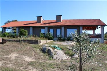 Farm with privileged location, in an extremely quiet area, inserted in a land with 3.8 hectares, wit