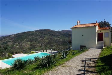 Quinta com moradia T2 e piscina, vistas magnificas, a poucos km de Avô