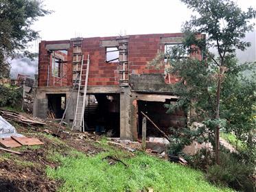 Moradia em construção, a 10 min da vila da Lousã, com vistas magníficas