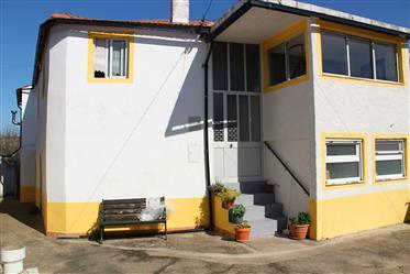 Moradia tradicional portuguesa, com 4 quartos, totalmente re...