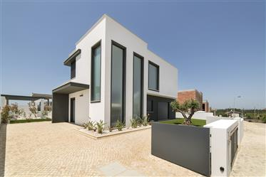 22 isolated houses located closeby Obidos for sale in Portug...