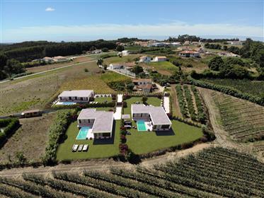 3 Casas modernas com vistas maravilhosas para Venda – Costa de Prata – Portugal – Casas da Lua