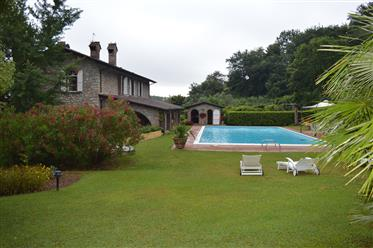 Casa : 400 m²