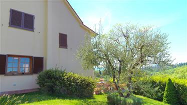 Villa ad Ugolino in vendita