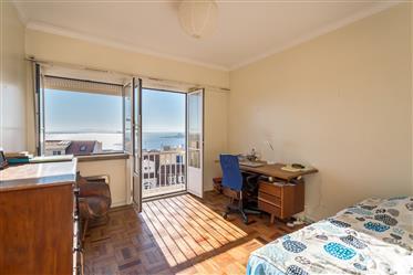 Apartamento T3+1| Lapa | Vista Tejo