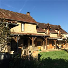 Five Bedroom Stone Farm House 1.5 miles from Sarlat
