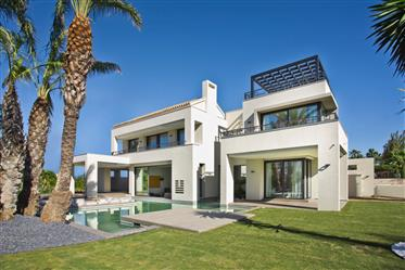 New Luxury beachside villa in Guadalmina