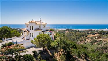 Villa with superb views over Sierra Estepona