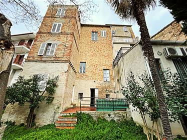 Piano nobile con Giardino nel centro storico di Sant'Elpidio a Mare