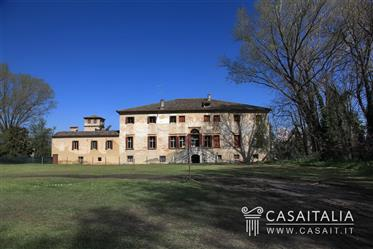 Historic villa for sale between Padova and Venice