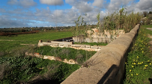 Well located plot with two ruins for sale near Salgados Golf in Algarve near Praia Grande