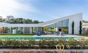 Luxury and Design in the Middle of a Natural Place