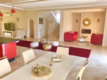 Coquette villa moderne à vendre à Marrakech - route d'amizmi...