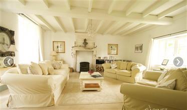 Deslumbrante casa senhorial com vistas maravilhosas.