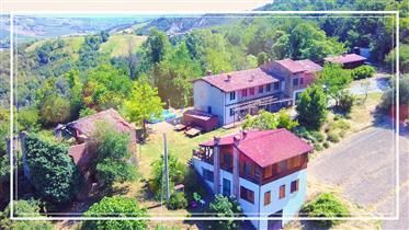Borgo Incastonato Nelle Colline Piacentine