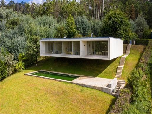 Moradia desenhada pelo arquitecto Souto Moura