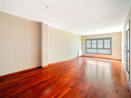 Apartamento T3 (de 3 dormitorios) en Bessa