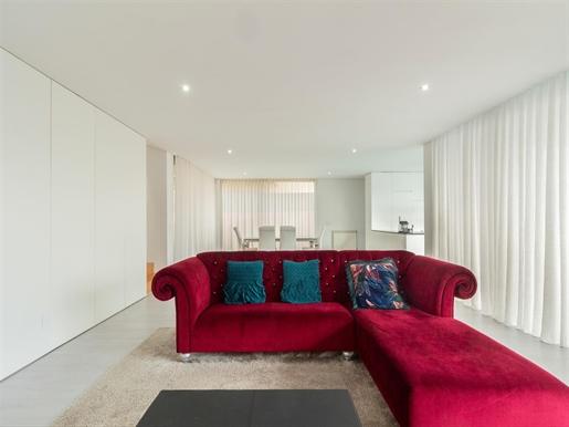 Three-Bedroom Villa with a Pool, Matosinhos